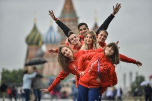 Волонтеры презентуют свой проект в молодежном центре Красносельского района. Фото: Наталья Феоктистова «Вечерняя Москва»