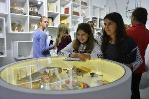 Выставку об истории России посетили подопечные социального центра «Красносельский». Фото: архив, «Вечерняя Москва»