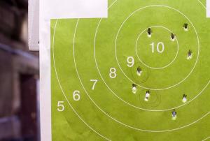 Юных жителей района пригласили проверить свою меткость в первенстве по стрельбе. Фото: сайт мэра Москвы