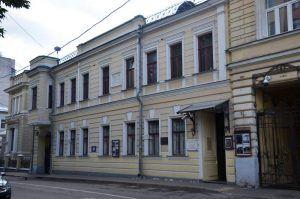 Сотрудники библиотеки №7 организуют экскурсию по району. Фото: Анна Быкова