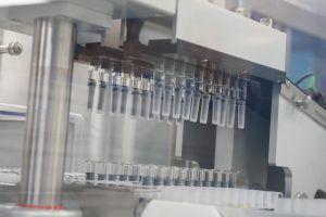 Депутат Мосгордумы: создание вакцины необходимо для создания коллективного иммунитета. Фото: Антон Гердо, «Вечерняя Москва»