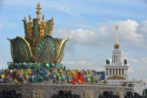 Осенью 2021 года на ВДНХ откроется Центральный дом автоспорта . Фото: Александр Кожохин, «Вечерняя Москва»