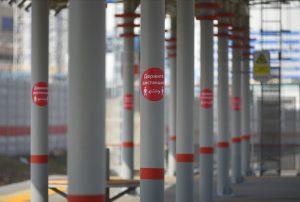 Пассажиры МЦК за последнюю неделю стали чаще носить средства индивидуальной защиты. Фото: Александр Кожохин, «Вечерняя Москва»