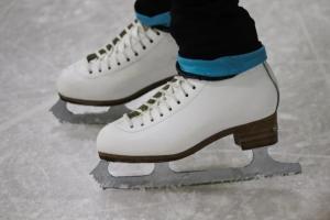 Сотрудники районного центра соцобслуживания покатались на коньках. Фото: pixabay.com