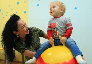 Встречу для родителей организует психолог районного семейного центра. Фото: Наталия Нечаева, «Вечерняя Москва»