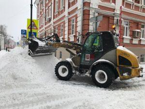 Свыше 1 500 единиц коммунальной техники и более 10 тысяч человек задействовали для уборки снега в Центральном округе. Фото: пресс-служба префектуры ЦАО
