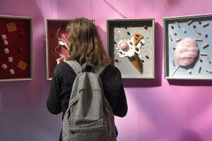 Персональная выставка картин завершится в музее наивного искусства. Фото: Пелагия Замятина,«Вечерняя Москва»