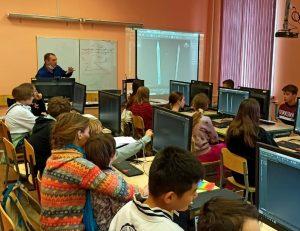Уроки для школьников провели педагоги колледжа транспорта. Фото взято с сайта колледжа