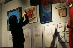 Выставку Адиба Фаттала открыли в Музее русского лубка и наивного искусства. Фото: Наталия Нечаева, «Вечерняя Москва»